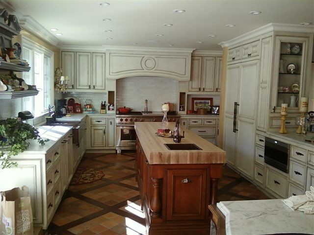 Bruni Residence traditional-kitchen