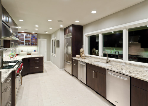 What kind of backsplash is that is the delicatus granite for Long narrow kitchen ideas