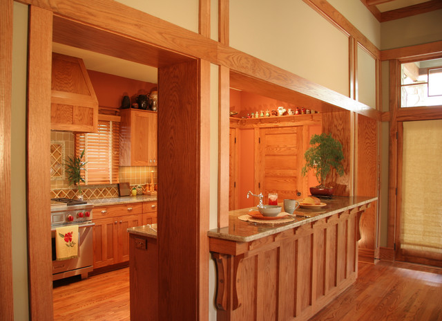 Breakfast Bar In Beautiful Traditional Kitchen Traditional Kitchen