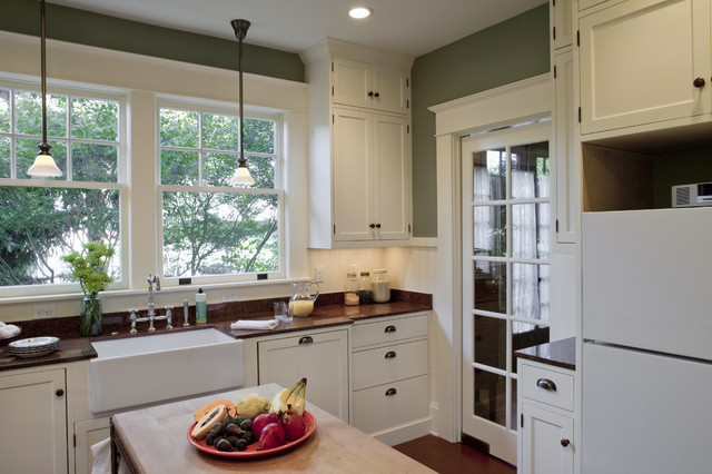 Bungalow kitchen powrie craftsman kitchen portland for Bungalow style kitchen cabinets