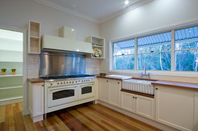 Burbank energy efficient traditional queenslander for Kitchen ideas for queenslanders