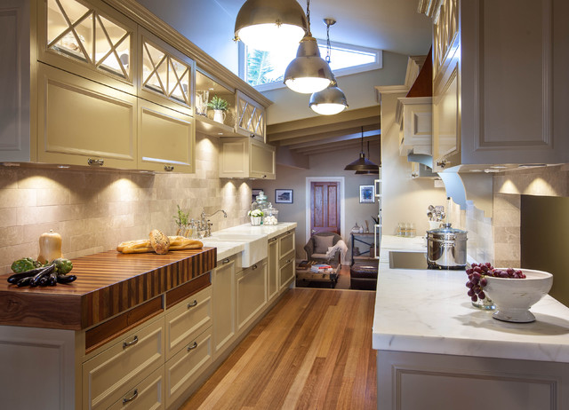 Burleigh heads hampton style kitchen traditional for Best lighting for galley kitchen