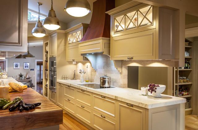 Burleigh Heads Hampton Style Kitchen Traditional