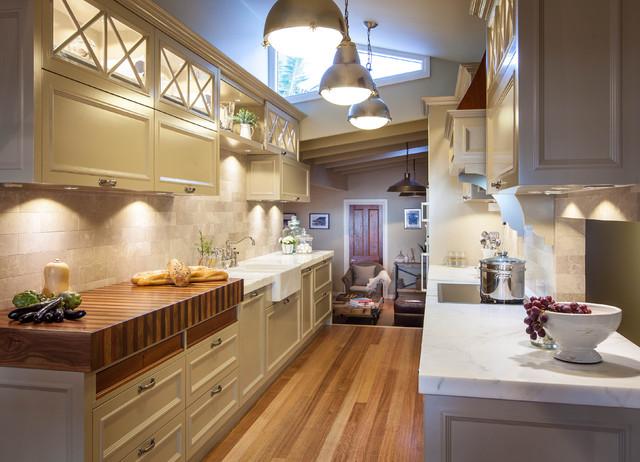 Burleigh Heads Hampton Style Kitchen traditional-kitchen