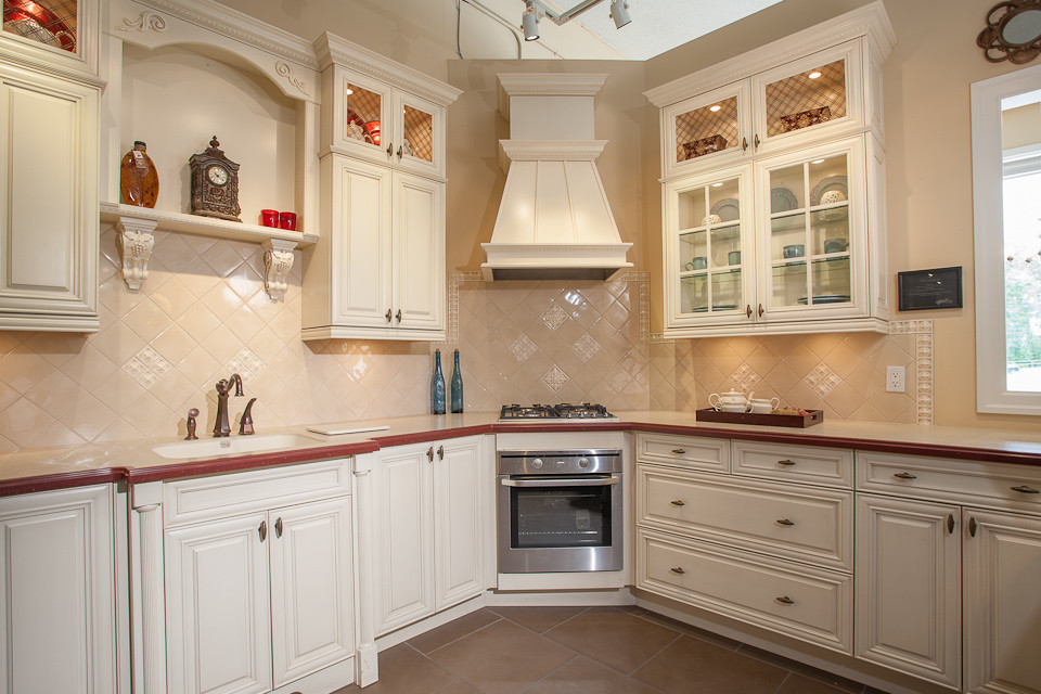 Burnaby Showroom Traditional Kitchen Vancouver By Kitchen Craft Cabinetry Vancouver And Victoria
