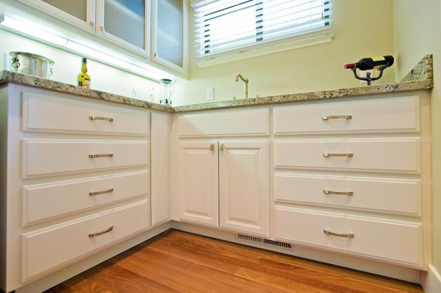 butler pantry contemporary-kitchen