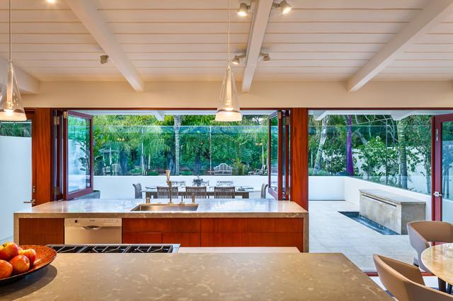 Butterfly Beach Villa midcentury-kitchen