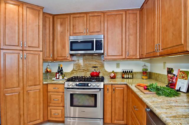 Butternut maple kitchen traditional kitchen san for Butternut kitchen cabinets