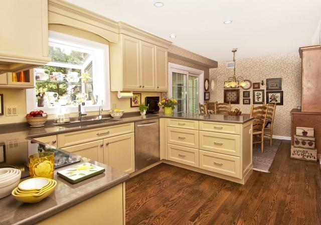Butterscotch Kitchen Traditional Kitchen Chicago By Ddk Kitchen Design Group