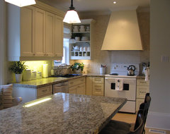 BY HARDROCK CONSTRUCTION traditional kitchen