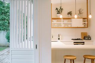 Byron bay beach studio beach style kitchen sydney for The balcony bar restaurant byron bay nsw