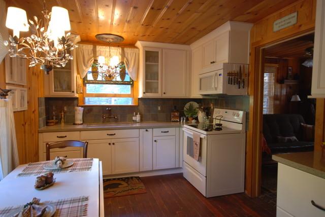 Cabin Kitchen traditional-kitchen