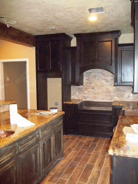 Cabinet finishes traditional-kitchen