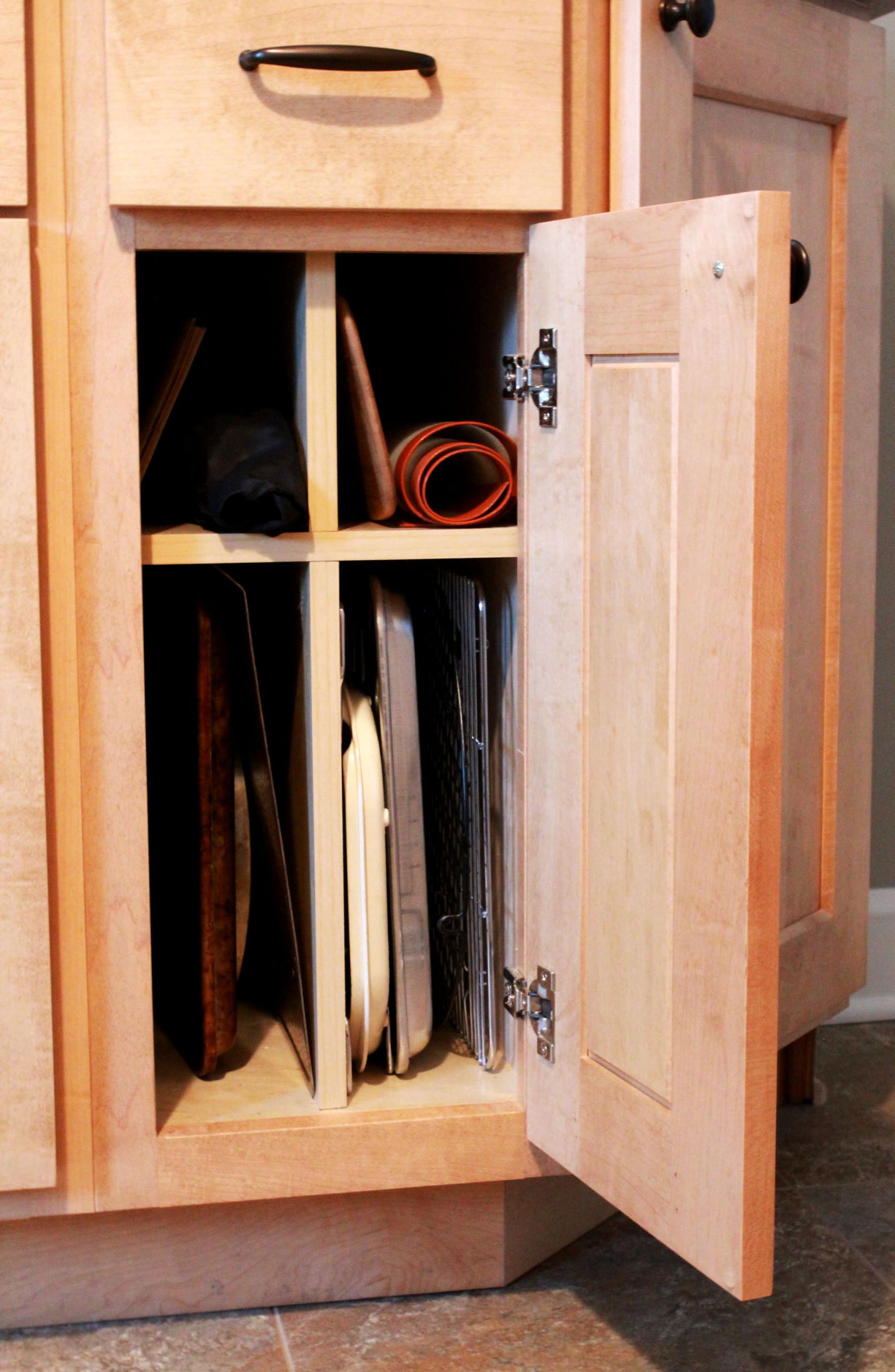 Cabinet Interior Features
