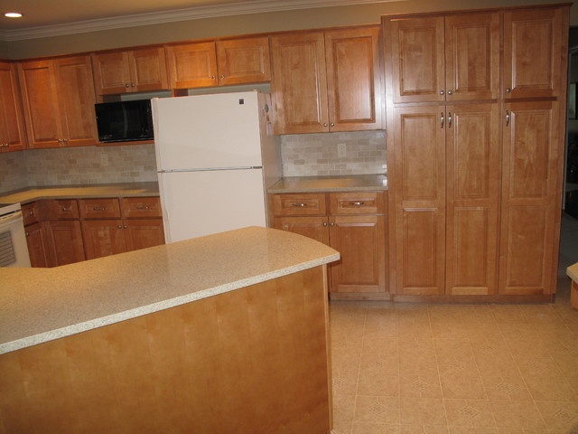 Cabinet Refacing in Maple - Traditional - Kitchen - vancouver - by Kitchen Solvers of Greater ...