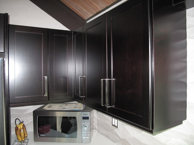 Cabinet Refacing With Espresso Stain On Maple Veneer Contemporary Kitchen Vancouver By Kitchen Solvers Of Greater Vancouver Houzz Au
