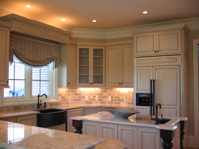 Cabinetry - Traditional - Kitchen - Charlotte - by Elite Painting and Finishing