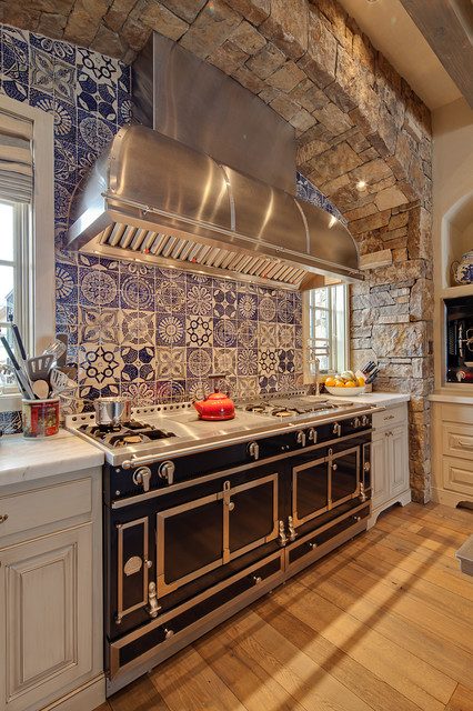 Backsplash Kitchen Blue kitchen color: 15 beautiful blue backsplashes