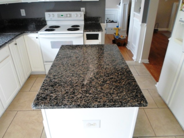 Ordinaire Caledonia Granite For White Cabinets Traditional Kitchen