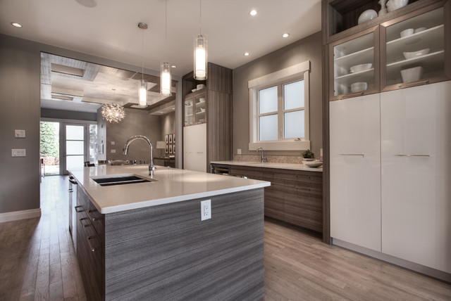 Calgary custom built home 16 st nw for Kitchen ideas queensway