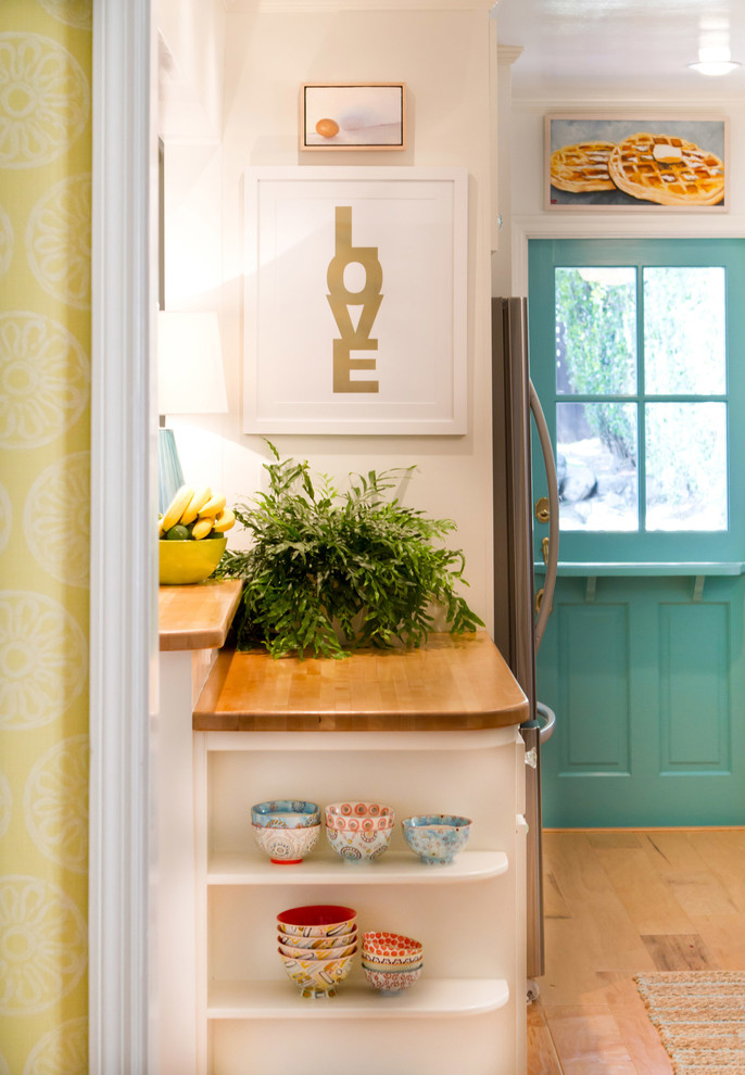 Beach style kitchen photo in Los Angeles
