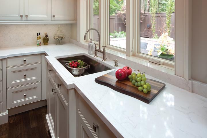 Elegant kitchen photo in Toronto