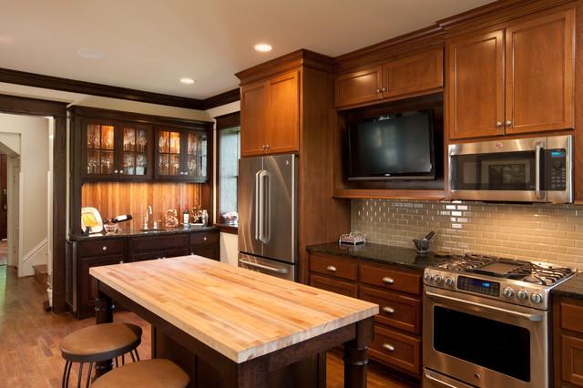 Campbell Craftsman kitchen island traditional-kitchen