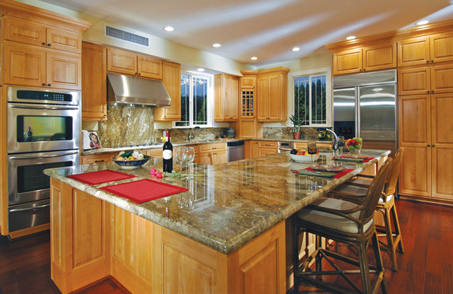 Canyon creek windsor in cornerstone framed cabinetry - Cornerstone kitchens and bathrooms ...