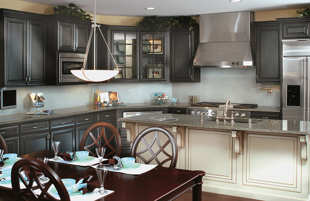 Canyon creek cornerstone coventry in alder maple for Canyon creek kitchen cabinets