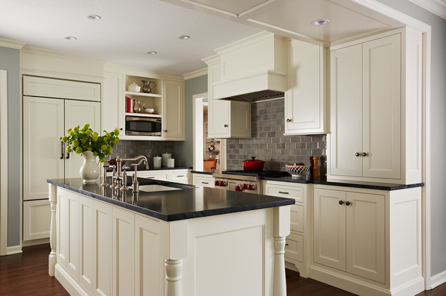 Cape cod kitchen traditional kitchen minneapolis for Cape cod style kitchens