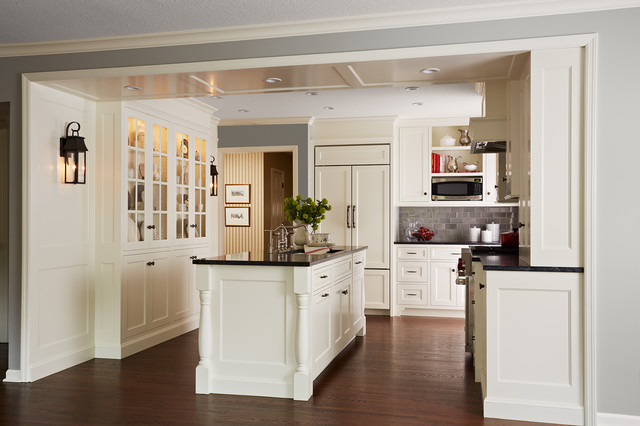 High Quality Example Of A Mid Sized Classic L Shaped Enclosed Kitchen Design In  Minneapolis With Part 2