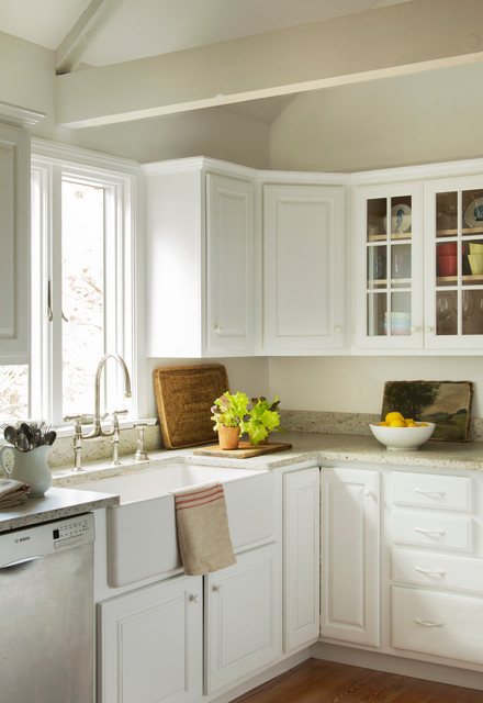 Cottage Style Kitchen Addition To A Cape Cod Style Home: By Kelly Mcguill Home