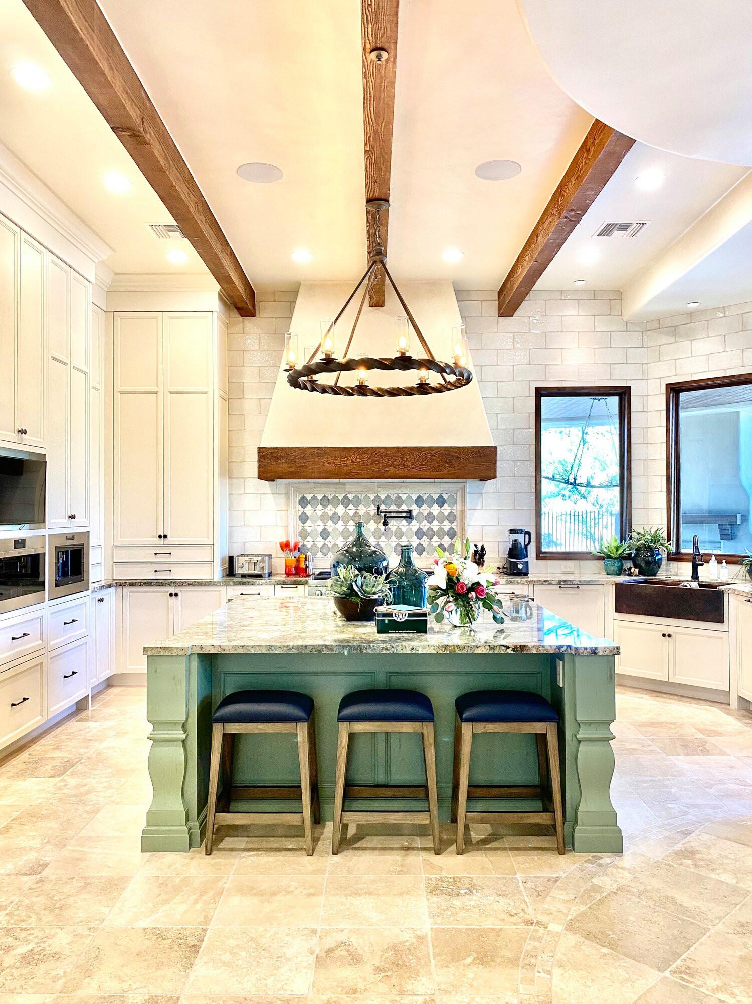 Kitchen - transitional kitchen idea in Phoenix