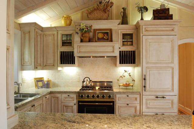 Carmel Cottage Kitchen traditional-kitchen