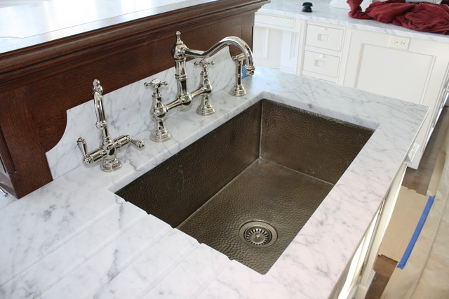 Carrara marble traditional-kitchen
