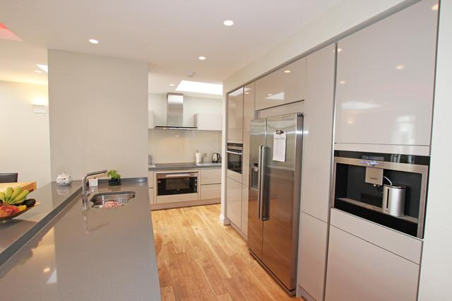 Cashmere Handleless Gloss Kitchen Modern Kitchen London By