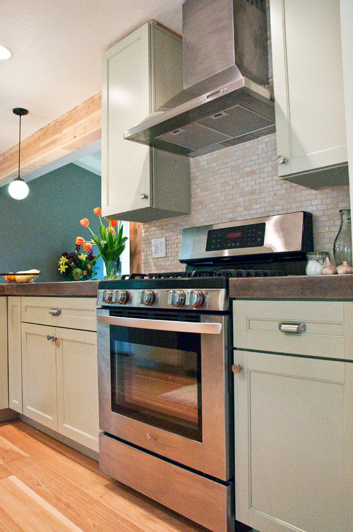 Are the cabinets in this photo the Martha Stewart Ox Hill cabinets ...