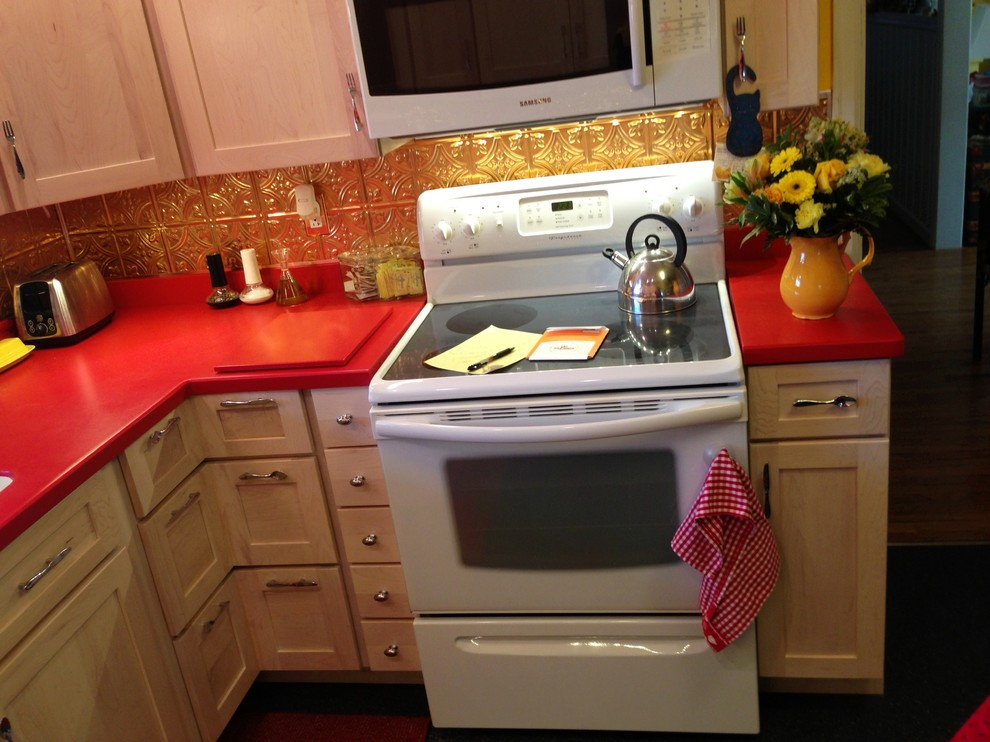 Example of a classic kitchen design in Louisville