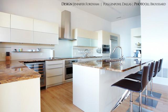 Cedar Creek Lake Residence contemporary-kitchen