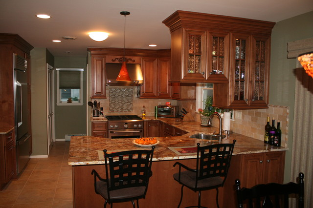 Center hall colonial traditional kitchen new york for Center hall colonial living room ideas