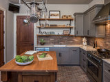 transitional kitchen New This Week: 2 Charming Farmhouse Kitchens With Modern Convenience (5 photos)