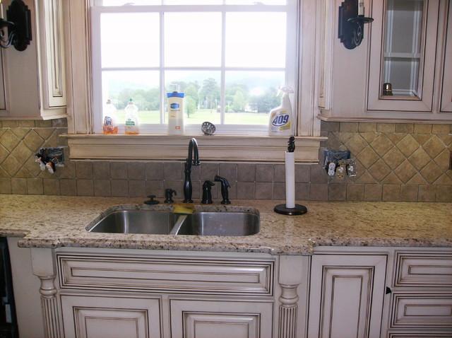 ceramic backsplash traditional-kitchen