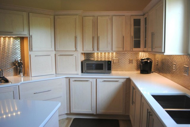 Champagne Stain Maple Cabinets, Silestone Quartz In White