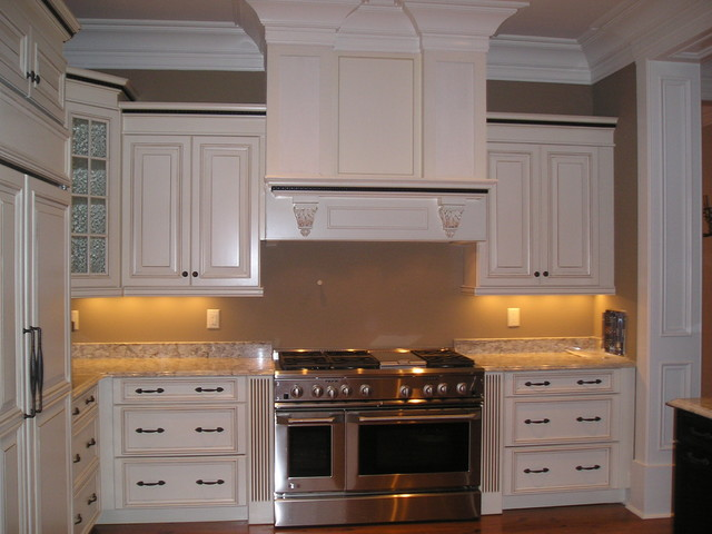 Charleston daniel island sc traditional kitchen for Kitchen cabinets regina