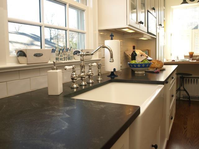 Elegant kitchen photo in Newark