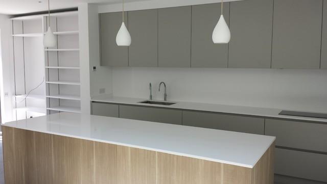 Chelsea apartment in silestone blanco zeus quartz for Silestone cuisine