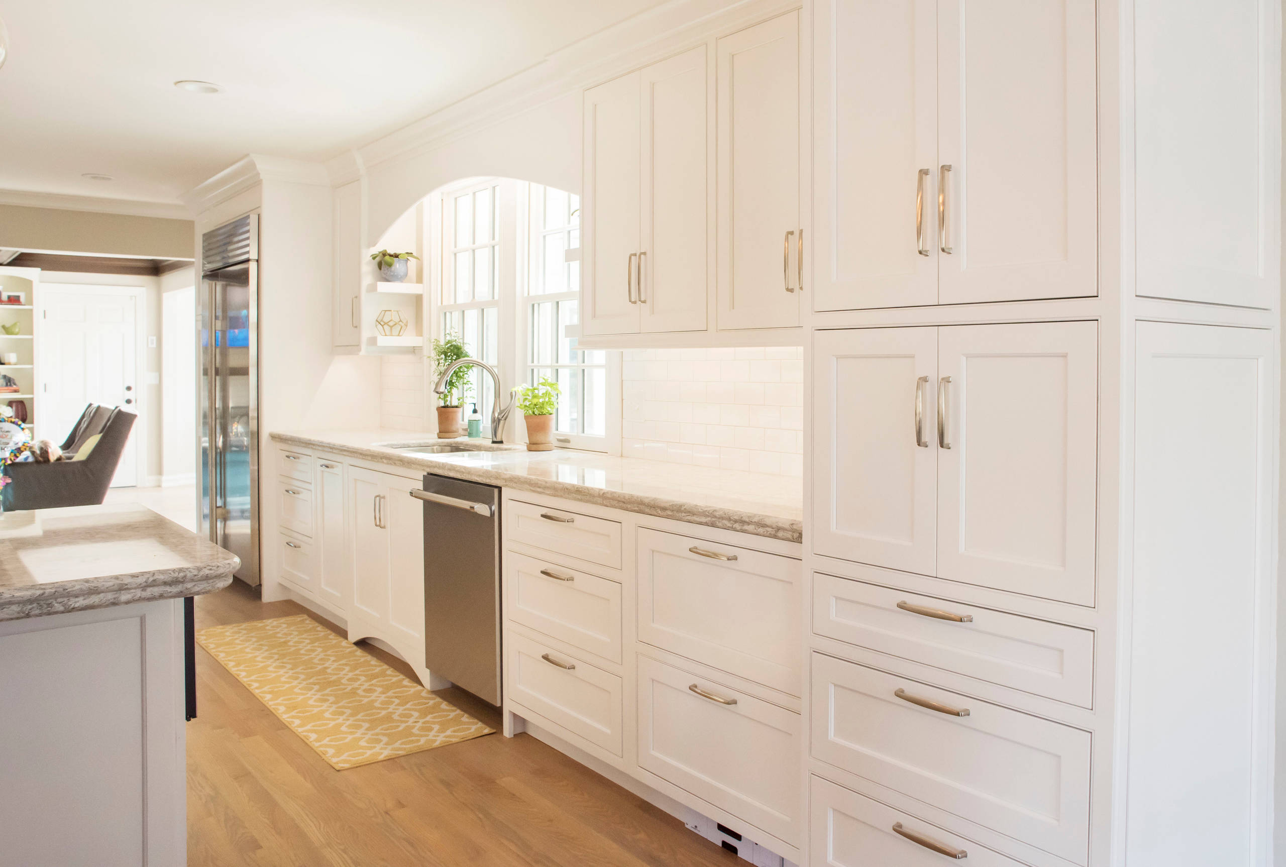 75 Beautiful Kitchen With Beaded Inset Cabinets Pictures Ideas January 2021 Houzz