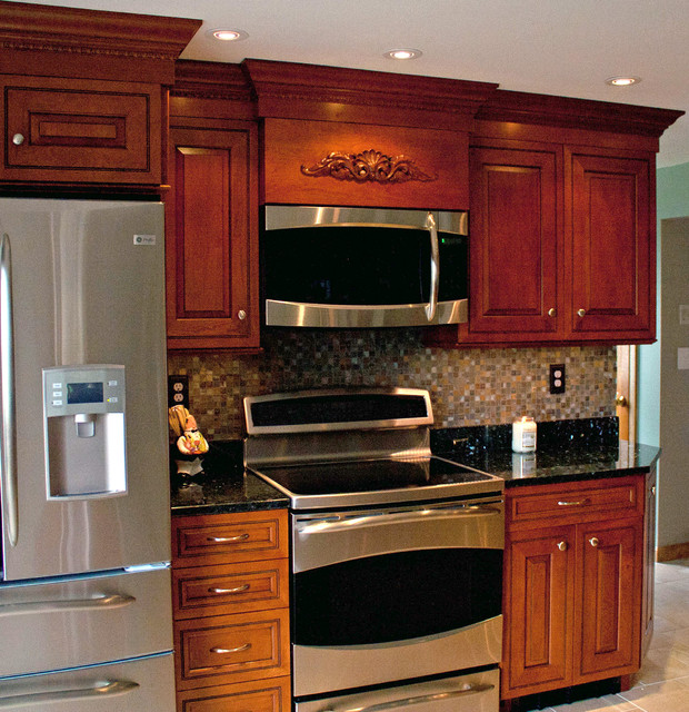 Cherry Amber With Brown Glaze Traditional Kitchen