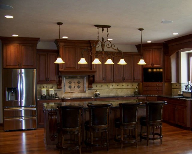 Cherry Cabinetry - Kitchen & Baths traditional-kitchen