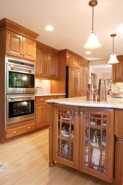 Cherry Classic Kitchen traditional-kitchen